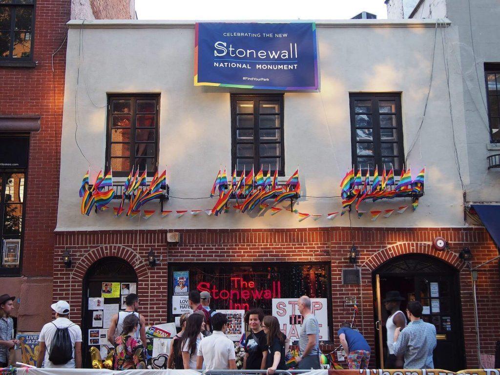 Stonewall_Inn_4_pride_weekend_2016